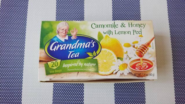 業務スーパーで100円以下で買えるポーランド製ハーブティー「カモミール&ハニーwithレモンピール」が美味しそう。