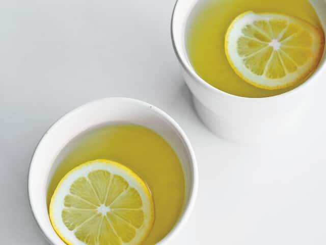 """薬膳の考え方を取り入れた""""イライラを鎮める""""「レモン入り緑茶」の作り方"""